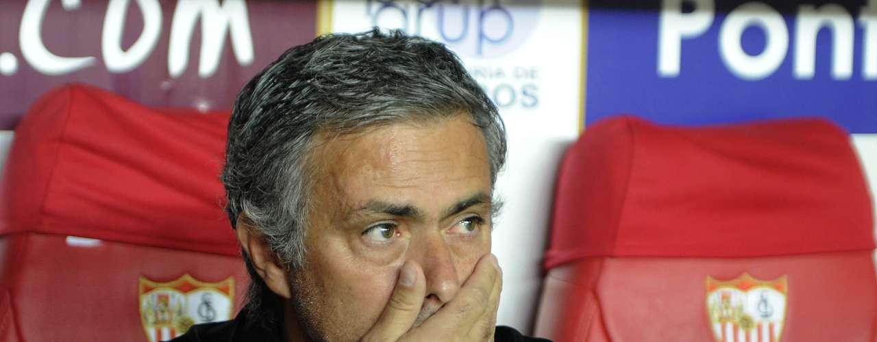 José Mourinho no dejó de dar voces en la banca, pero su estrategia simplemente no funcionó.