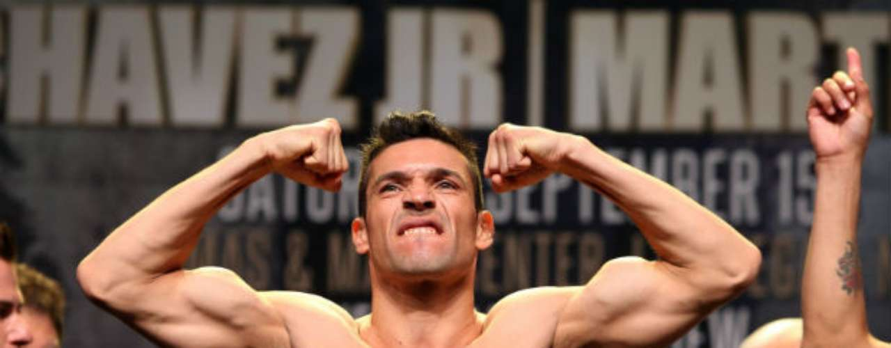 The Argentine, who exuded confidence at the weigh in, came in at 159 lbs.