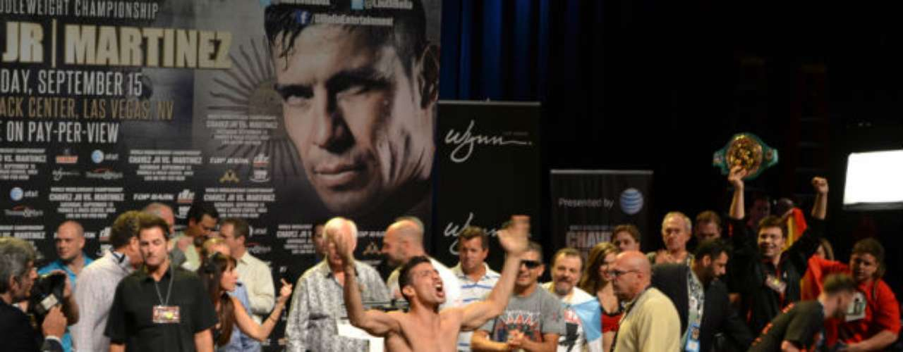 Martinez took time to interact with Argentine fans who attended the weigh in.
