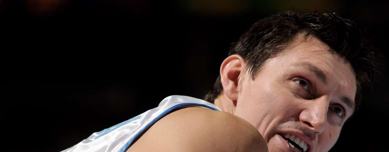 Eduardo Najera.- jugador de basquetbol, el segundo mexicano en jugar en la NBA. Nájera jugó basquetbol universitario en la Universidad de Oklahoma, de 1997-2000, convirtiéndose en una de las principales estrellas. Seleccionado al equipo ideal defensivo de la Big 12 Conference. Jugó 40 partidos (4 de titular) para Dallas en su primera temporada en la NBA.