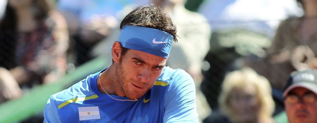 Del Potro crushes a backhand. He said that a wrist injury made it difficult for him to hit the reverse. REUTERS/Enrique Marcarian