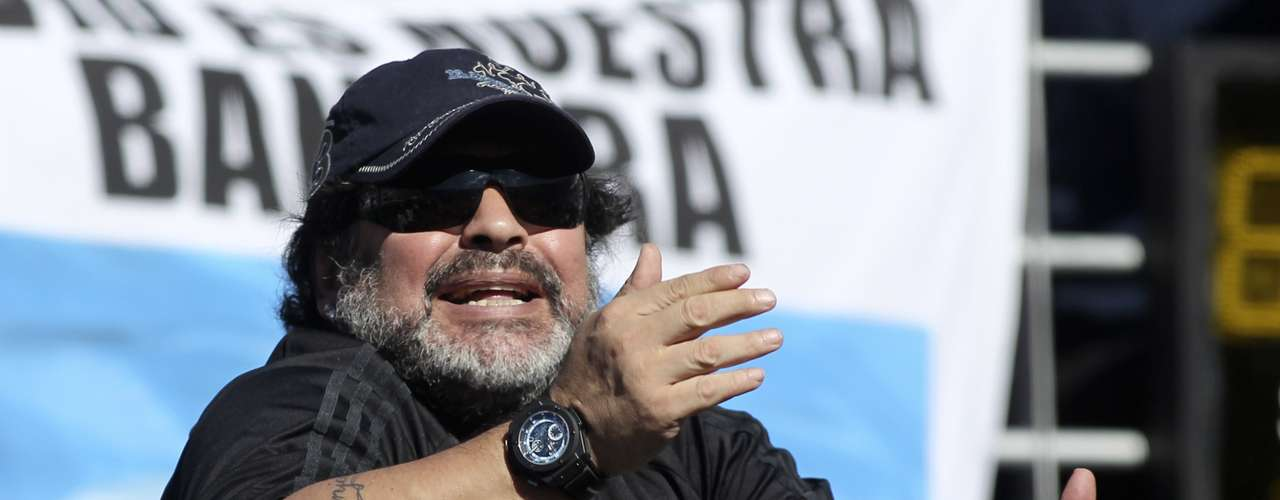 Maradona, a fixture at most Argentina Davis Cup matches, shows the same passion that made him one of all time great soccer players.       REUTERS/Enrique Marcarian