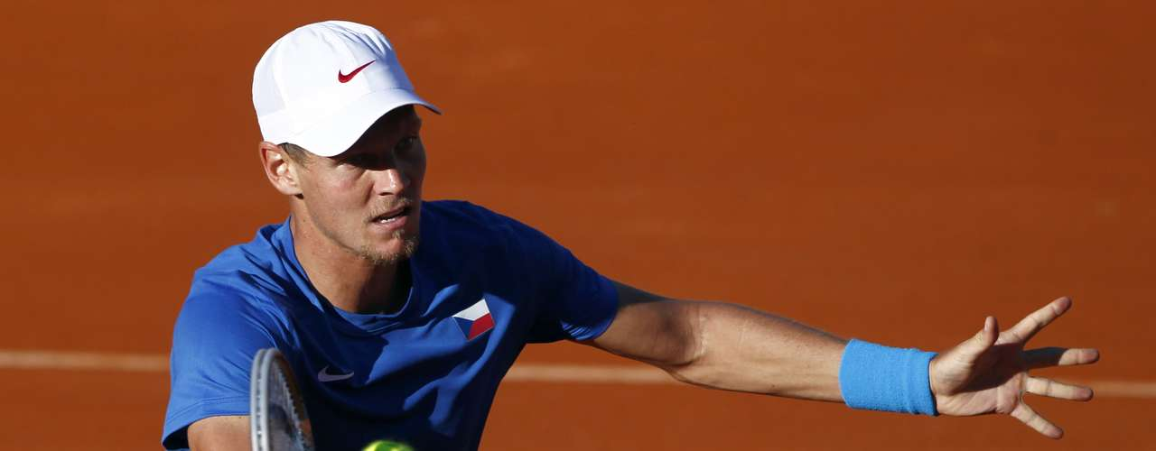Berdych won the first step but then fell into a lull, in no doubt aided by a raucous crowd in Buenos Aires. REUTERS/Marcos Brindicci
