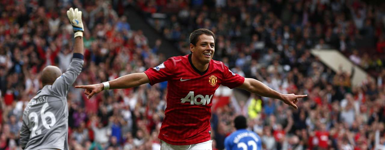 'Chicharito' Hernandez celebrates his goal in the second half, aftr missing a penalty in the early part of the game.  REUTERS/Darren Staples