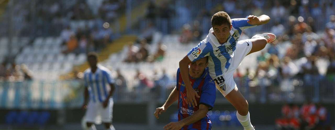 Portillo (R) fights for the ball with Levante's Juanlu Gomez. REUTERS/Jon Nazca