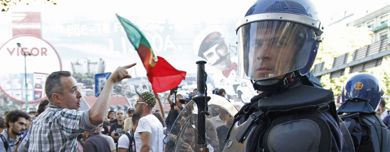Los manifestantes han criticado también los empresarios y figuras de la coalición conservadora de Gobierno.