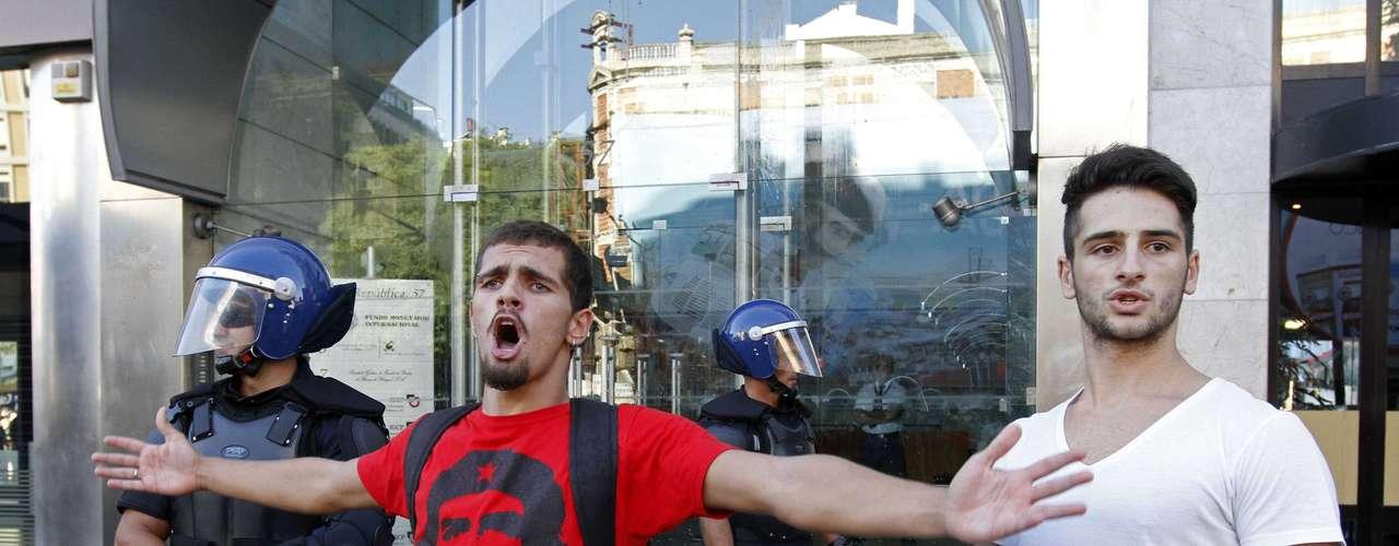 Según indicaron, su objetivo es expresar al Gobierno y los organismos internacionales el descontento de los portugueses con una política económica que ha disparado el desempleo (hasta el 15 %) y la recesión (al 3,2 %).