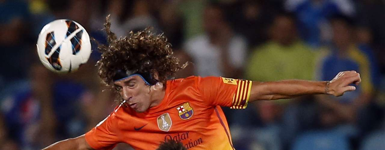 Barcelona's Carles Puyol played in the first half but was substituted in the second after picking up a slight knock.  REUTERS/Sergio Perez