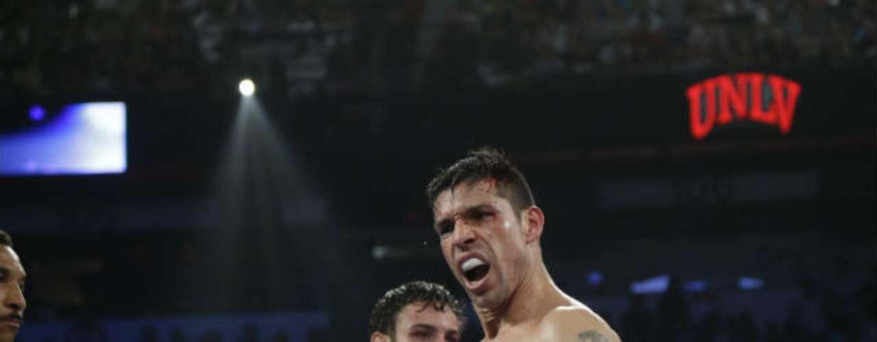 Martínez, que se llevó las tres tarjetas por votaciones de 117-10, 118-109 y 118-109, dominó casi toda la pelea hasta el último round, cuando Chávez le envió dos veces a la lona.