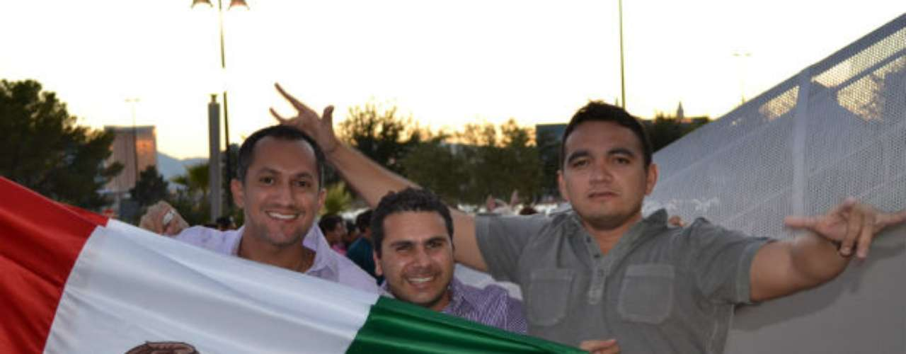 Los mexicanos, orgullosos, presumieron su bandera en un día especial, pues el 15 de septiembre se celebra su Independencia.