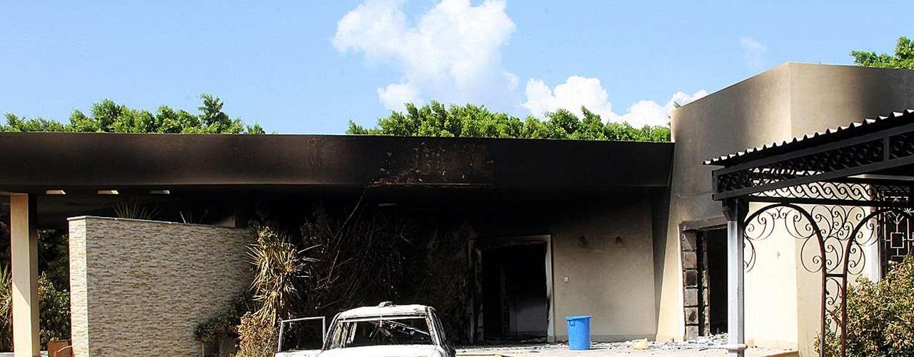 La oficina donde se encontró el cadáver del embajador estaba protegida por una gran puerta con barras de acero, pero ahora el edificio está en ruinas.
