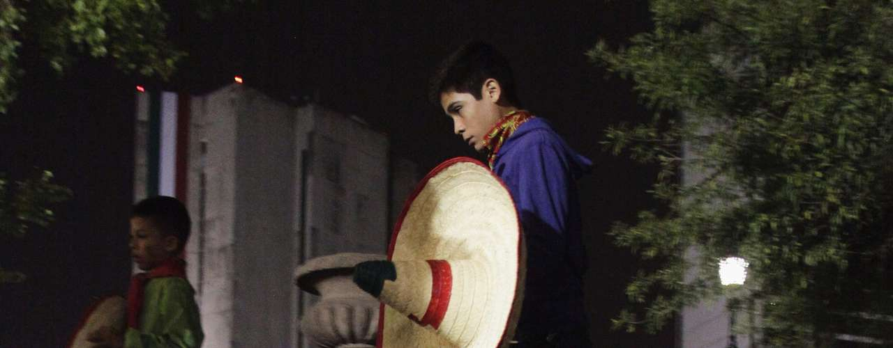 A boy holds a traditional sombrero during an event commemorating Mexico's 202nd anniversary of the day rebel priest Manuel Hidalgo set it on the path to independence in Monterrey September 15, 2012.