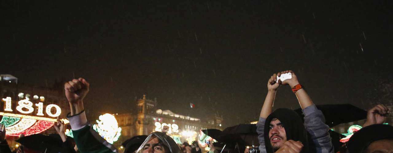 Protesters demonstrate against Mexican President Felipe Calderon and Mexico's President-elect Enrique Pena Nieto, during Mexico's celebration of the 202nd anniversary of their independence from Spain at the Zocalo square in downtown Mexico City September 15, 2012. Calderon shouted the \