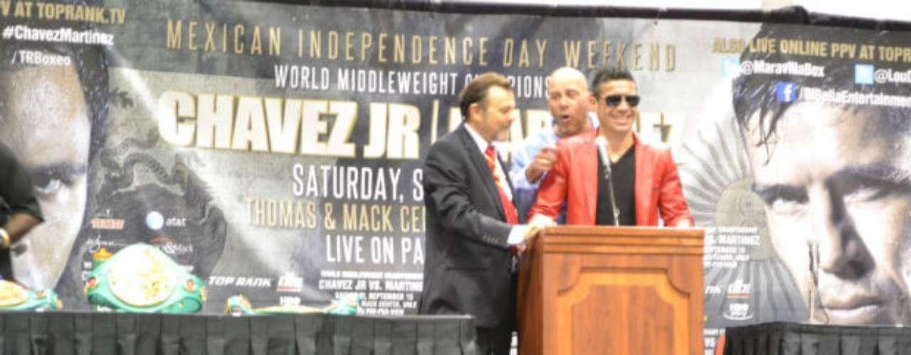 Después de la batalla, Sergio Martínez atendió a los medios en conferencia de prensa. Se le veía feliz.