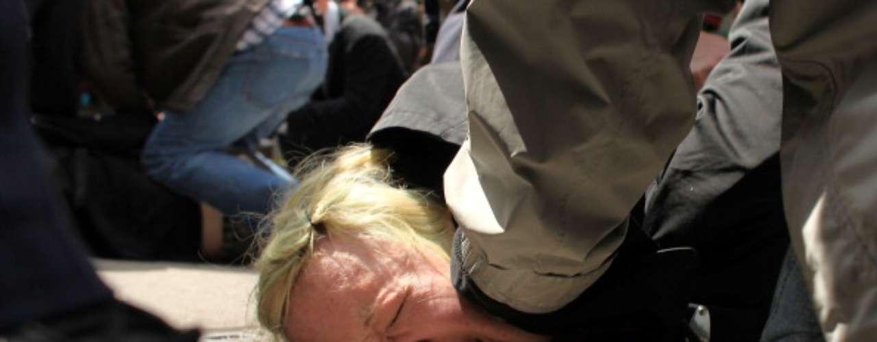 Lo cierto es que tras las asambleas, conciertos y otras actividades del fin de semana, OWS intentará volver a concentrar la atención de la opinión pública el lunes con la 'Pared de la Gente' ('People's Wall'), una acción para bloquear de manera pacífica los accesos a la Bolsa de Nueva York, algo que el movimiento ya intentó en el pasado.