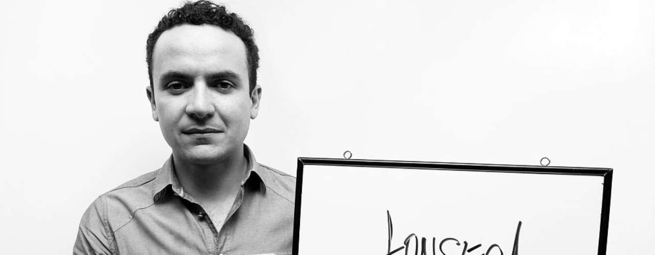 Fonseca es nuestro nuevo invitado Al Tablero. Además de presentarnos el video de su canción 'Ay Amor', reveló algunos de sus gustos musicales y lo que más le gusta de su profesión.