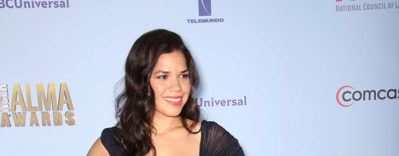 The star of 'Real Women Have Curves,' America Ferrera, is doing nothing to demonstrate her real curves in this dreary-colored, shapeless dress. Fashion MISS!