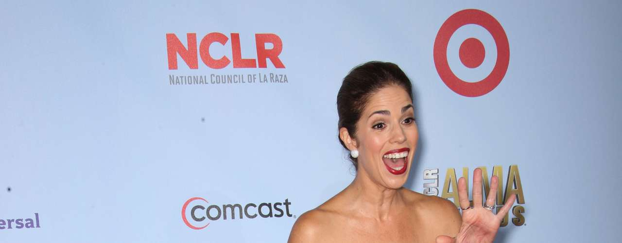 Devious Maids' Ana Ortiz is sooooo Latina and we love her for it. Fashion HIT!