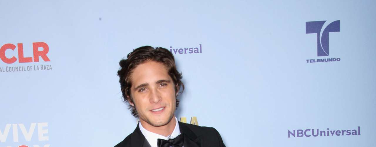 Now Diego Boneta kind of went a little over board with the tuxedo, but it works. It's a serious event and he wore a formal outfit. Thank you Diego! Fashion HIT!