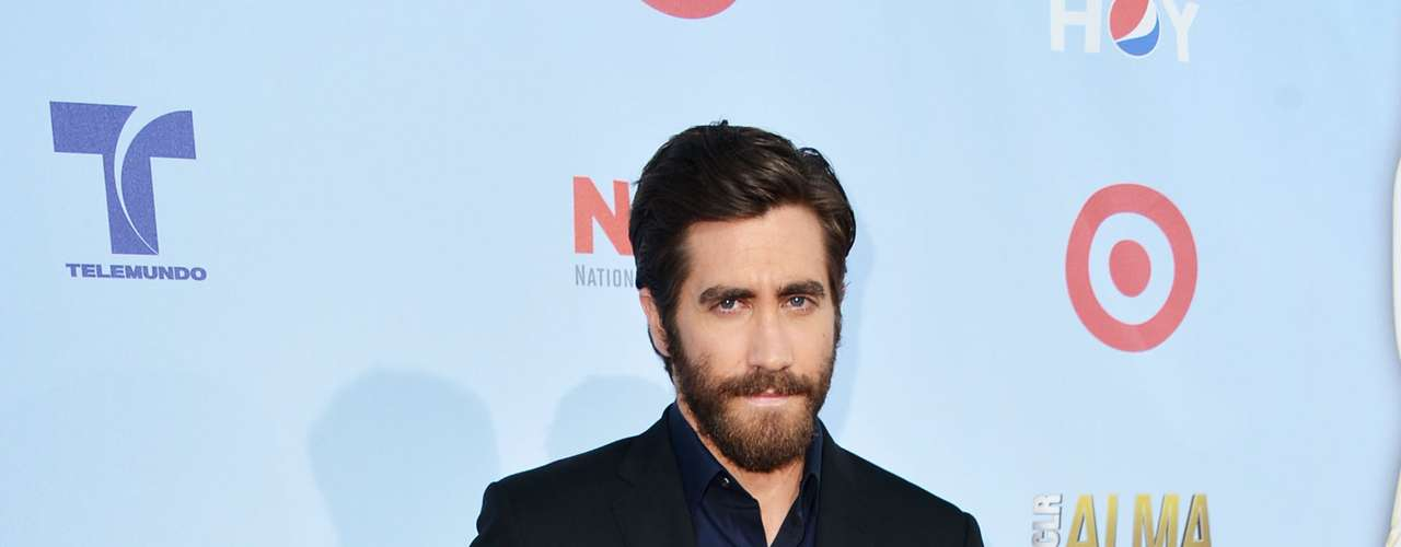 Jake Gyllenhaal is Mr. GQ at the 2012 Alma Awards. Fashion HIT!