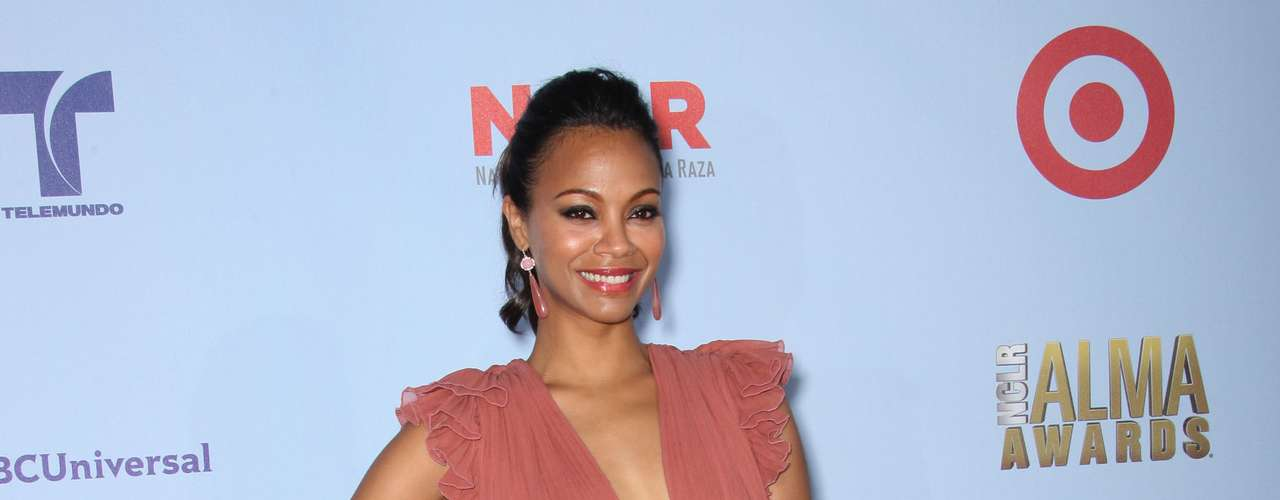 Zoe Saldana was edgy and wore some color on the red carpet which was a breath of fresh air. She knows how to dress and knows what suits her body. Fashion HIT!