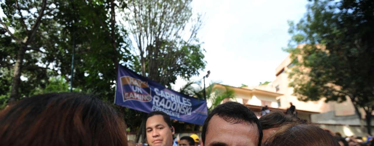 En 2000, Capriles fue electo alcalde del municipio Baruta, región del Estado Miranda, parte del distrito metropolitano de Caracas, capital de Venezuela. Estuvo en el cargo por dos mandatos consecutivos.