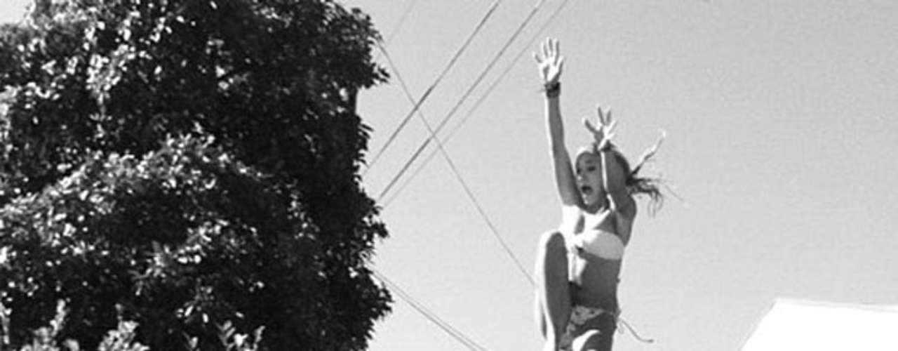Emily Osment se divierte y comparte sus momentos en Twitpic.
