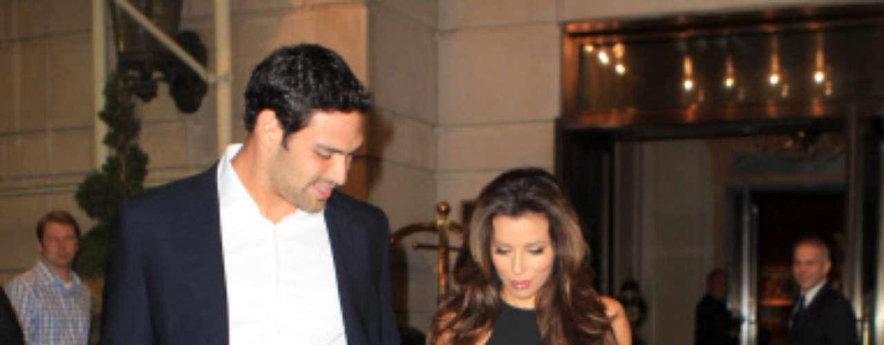 Eva Longoria sale con Mark Sánchez, de 25 años, es de origen mejicano y juega como 'quarterback' en los New York Jets.