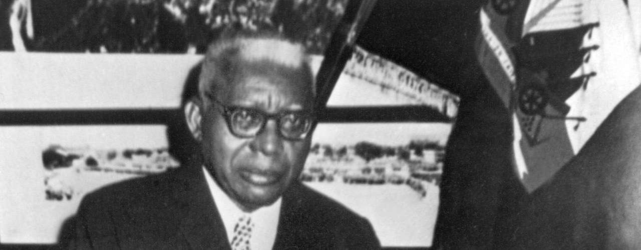 Tras la muerte de François Papa Doc Duvalier, la presidencia de Haití fue ocupada por su hijo, Jean-Claude Duvalier, según la Constitución que el propio mandatario había diseñado. \