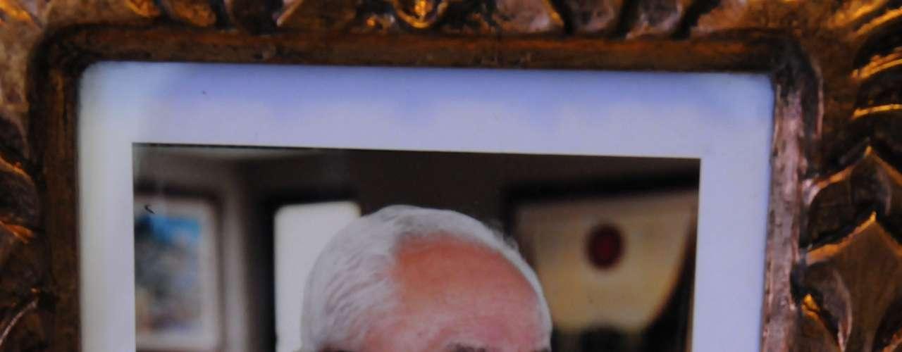 El oficial Oswaldo López Arellano fue presidente de Honduras en dos oportunidades: de 1963 a 1971 y de 1972 a 1975.  Llegó al poder tras un golpe militar y permaneció en el cargo por 12 años.