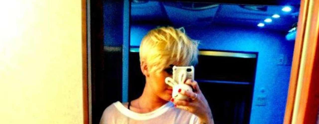 Miley Cyrus cada vez deja más a la vista de sus seguidores de la red social.