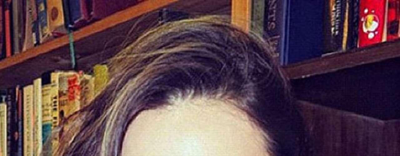 Miranda Kerr presume su belleza a través de una foto que muestra también su lado intelectual.