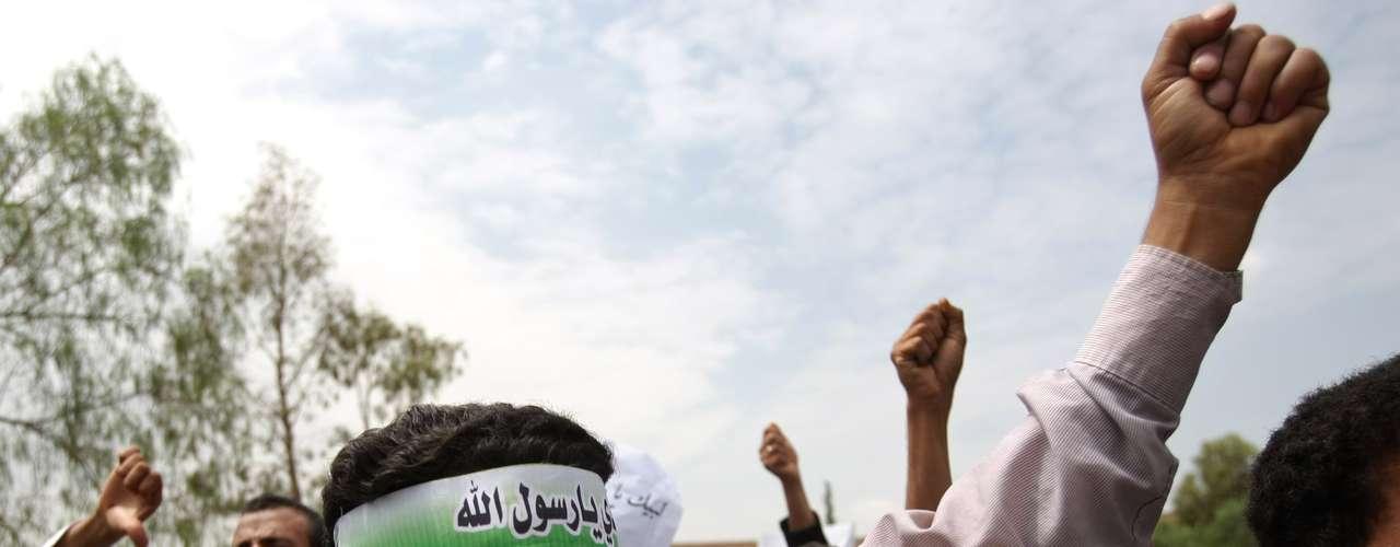 En medio de la ola de violencia iniciada la semana pasada, el embajador de Estados Unidos en Libia y otros tres estadounidenses murieron en un ataque en el consulado de Bengasi, y las sedes diplomáticas de Estados Unidos y otros países occidentales fueron violentadas en varias ciudades de Asia, África y Oriente Medio por musulmanes enfurecidos.