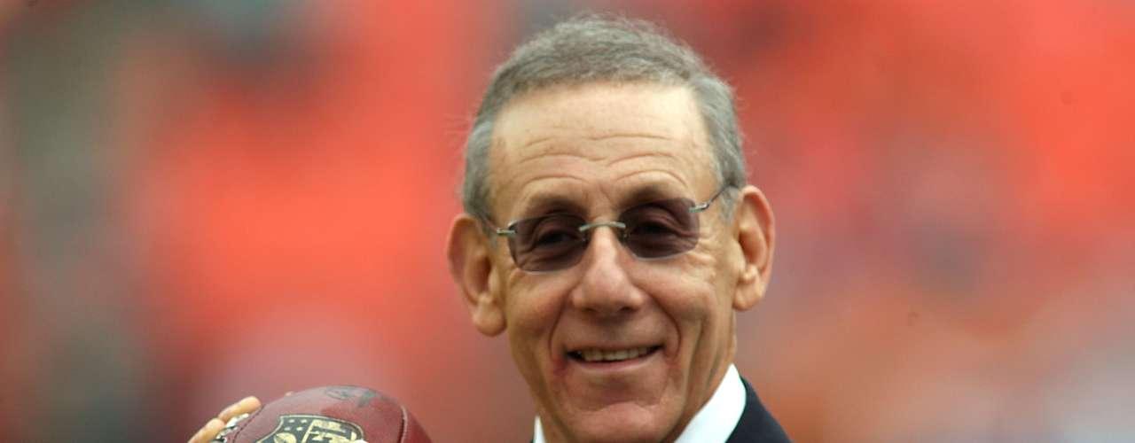 Stephen Ross (Miami Dolphins-$4.4 billones): Este magnate inmobiliario ha tratado de agitar emociones en los Dolphins con la venta de pequeñas participaciones a celebridades como Marc Anthony y las hermanas Williams.