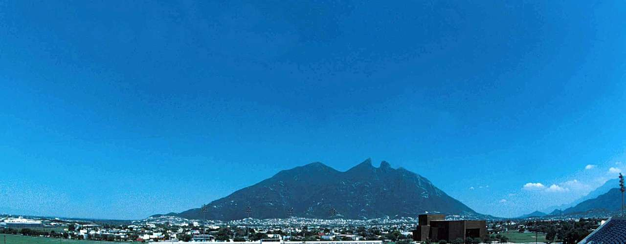 TECNOLOGICO: Inaugurated on July 17 1950. It is part of the Campus of the Technical School in Monterrey and holds 36,485 fans.