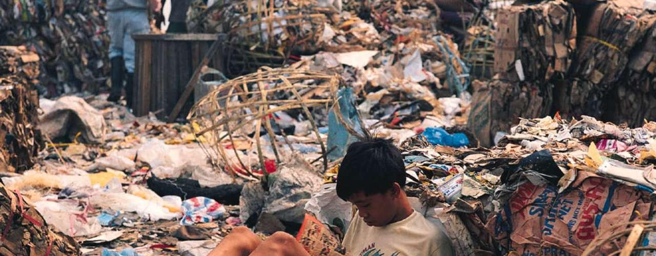 Un empleado en Zúrich debe invertir lo ganado en una media de 22 horas de trabajo para comprarse un iPhone, en tanto que en Manila se necesitarían cerca de 450 horas. (Fuente textos: EFE)