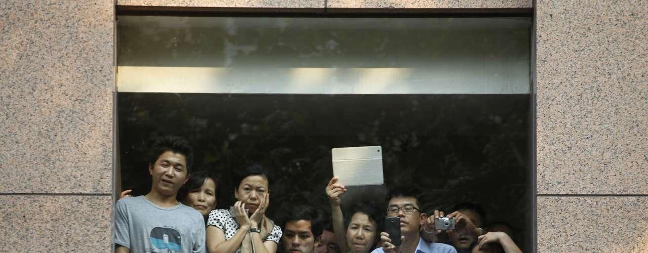 Centenares de empresas japonesas y la embajada japonesa en China han suspendido sus actividades este martes por las múltiples protestas anti-japonesas.