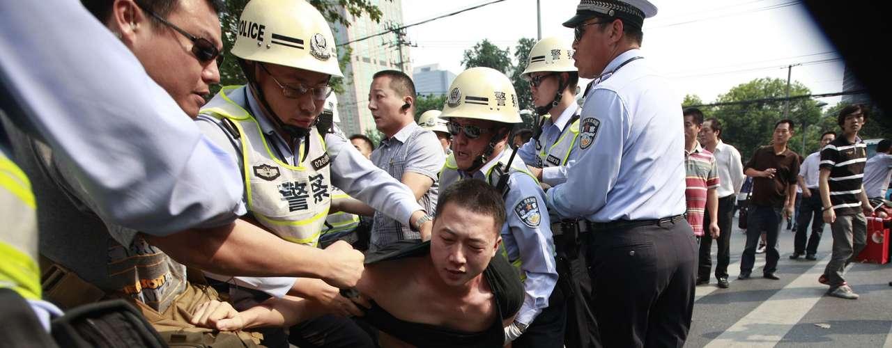 El primer ministro japonés, Yoshihiko Noda, pidió nuevamente a Pekín que protegiera a los ciudadanos nipones en China. \