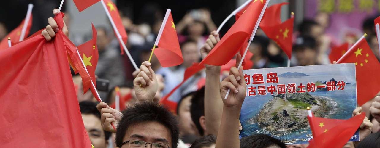 Fue el segundo incidente de este tipo desde el viernes, cuando seis buques entraron brevemente el sector. La disputa sobre el grupo de islas deshabitadas en el Mar de China Oriental -conocido como Senkaku en Japón y Diaoyu en China- condujo a un día de protestas que fueron encaradas con un reforzado esquema de seguridad.