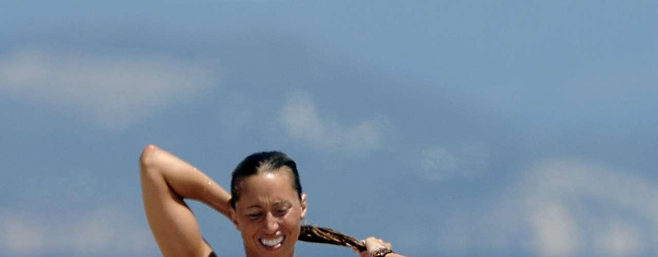 La exnadadora Gemma Mengual ha sido otra de las famosas en ser fotografiada mostrando sus pechos durante un descuido mientras descansaba en Formentera.