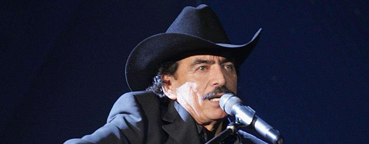 El cantante mexicano Joan Sebastian ha perdido a dos hijos de forma trágica. Primero fue su hijo Trigo, en 2006, y luego Juan Sebastián fue baleado en un bar en Cuernavaca en 2012.