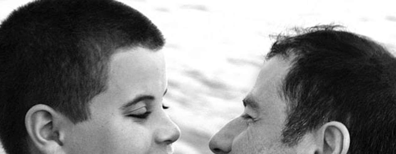 Durante un viaje familiar a las Bahamas para celebrar el Año Nuevo, Jett -hijo mayor de John Travolta y Kelly Preston- murió tras sufrir un ataque de epilepsia y golpearse la cabeza con la tina de baño el 2 de enero de 2009.
