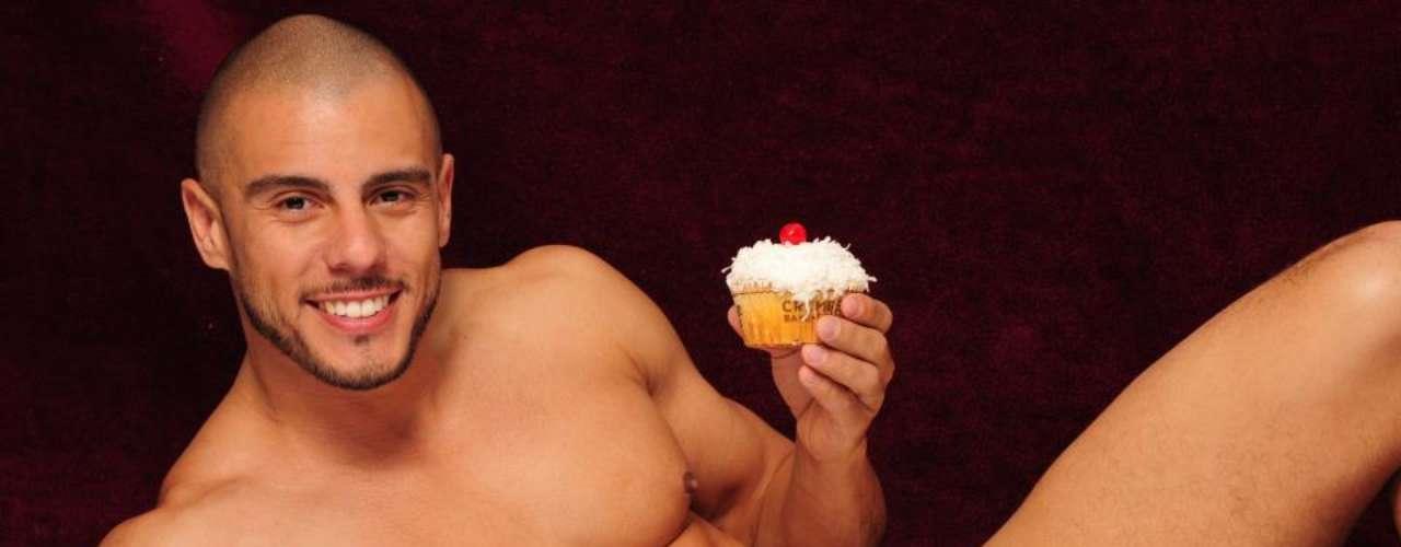 Este tentador volumen contará con cuatro sexys panaderos y sus 40 recetas más deliciosas de cupcakes.