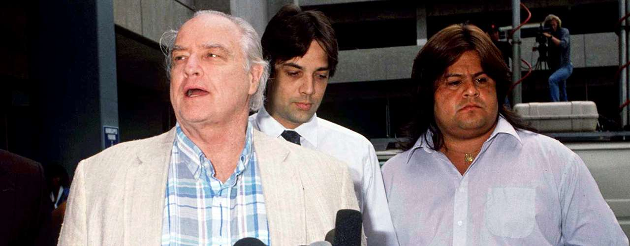Marlon Brando tuvo que lidiar con la rebeldía y explosivo caracter de su hijo Christian Brando -quien fue enjuiciado por asesinar al esposo de su media hermana Cheyenne-. Christian Brando murió de neumonía el 26 de enero de 2008 a los 49 años de edad.