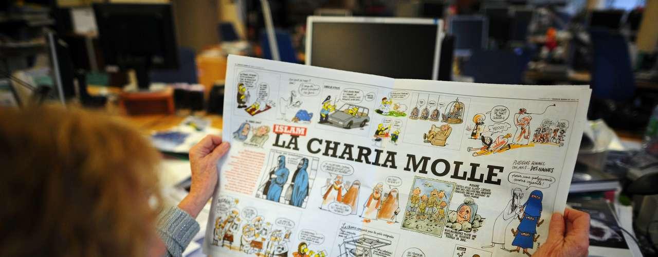 En las páginas interiores, había numerosas caricaturas del profeta Mahoma desnudo.