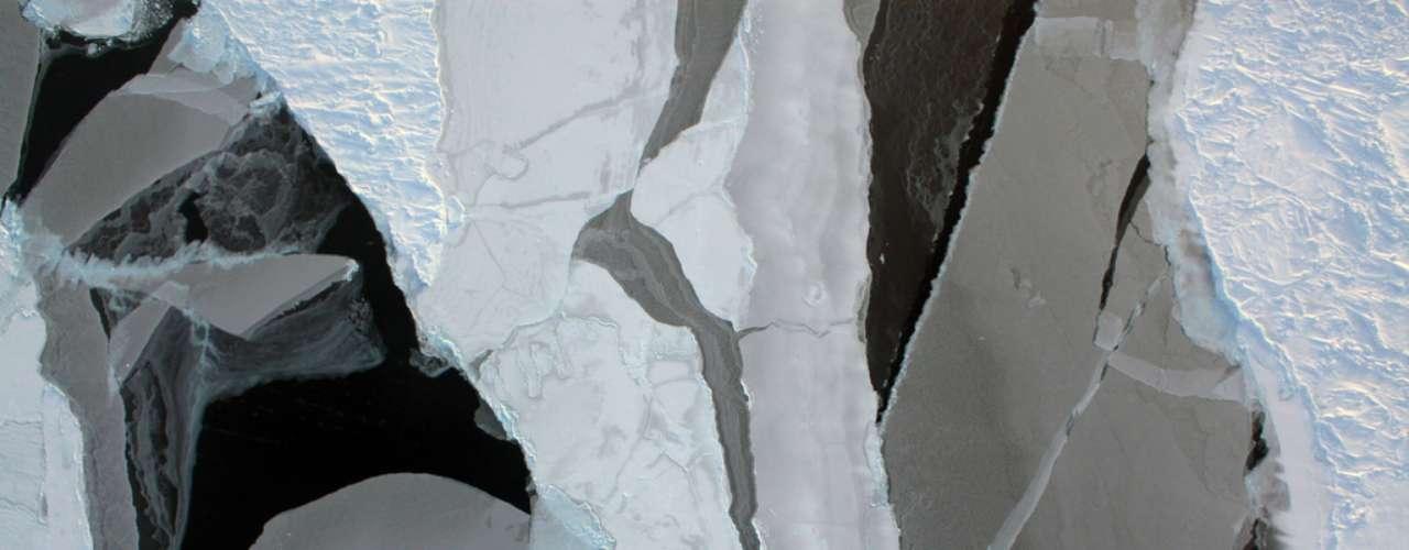 Por su parte, el científico James Hanses alertó de que el deshielo en el Ártico crece a un ritmo \