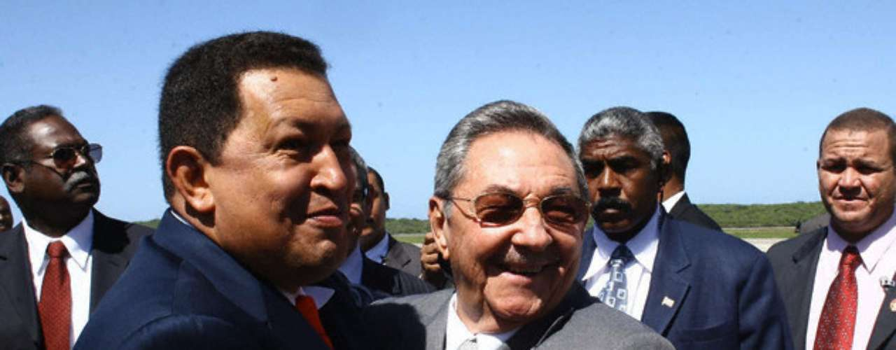 En diciembre de 2008 Hugo Chávez recibe en Venezuela a Raúl Castro