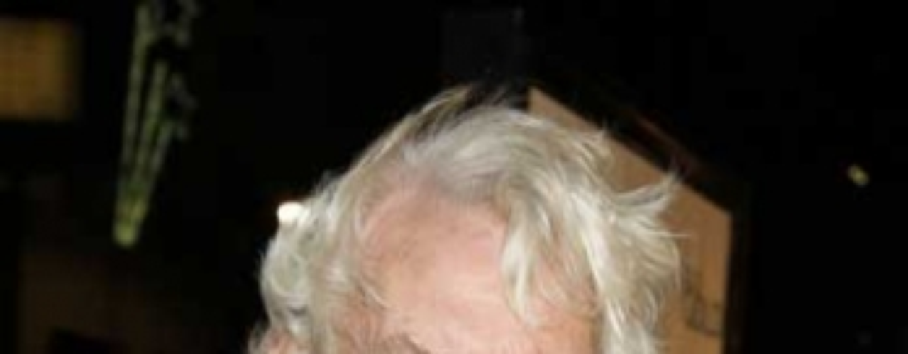 Donald Sutherland y Shirley Douglas, tuvieron a los mellizos Kiefer y Rachel, nacieron accidentalmente en Inglaterra, ya que su padre estaba filmado en ese país.