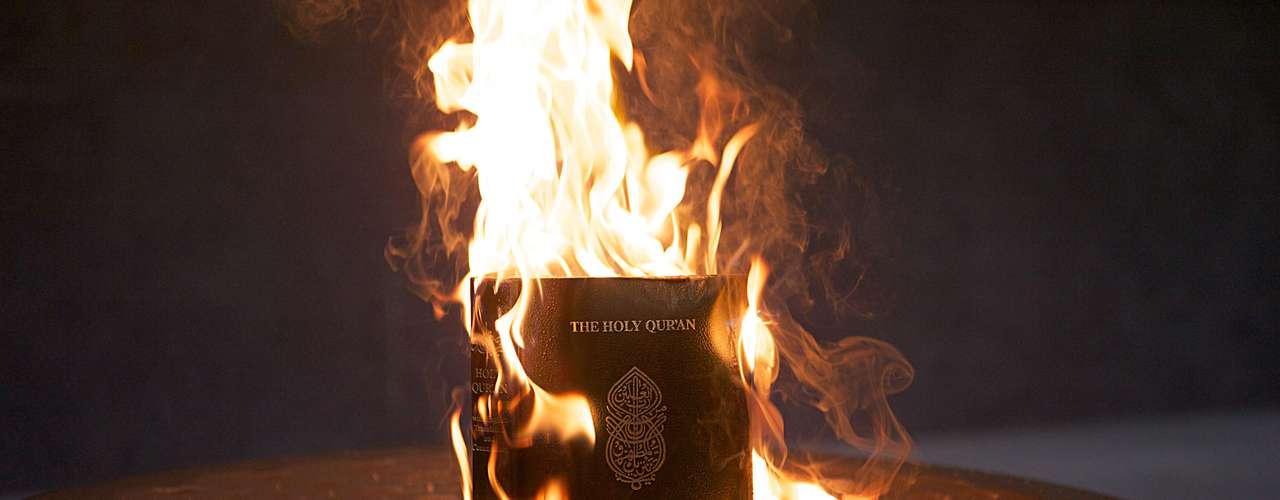 Al año siguiente, en su iglesia, se realizó la quema del Corán, lo que causó la ira musulmana. Ahora, tras la publicidad que recibió el video contra Mahoma y el Islam, Jones se sumó a la difusión del material, lo que generó la furia árabe en su contra, tanto que el gobierno de Egipto lo puso en su lista de personas buscadas por difamar a Mahoma.