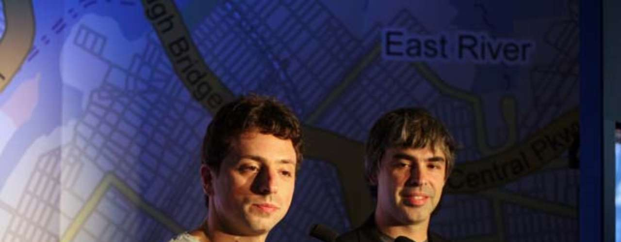 Los fundadores de Google, Larry Page y Sergey Brin, cuya fortuna personal es de 18.5 billones de dólares, gastan anualmente 1.3 mdd para guardar sus aviones en una de las instalaciones de NASA.